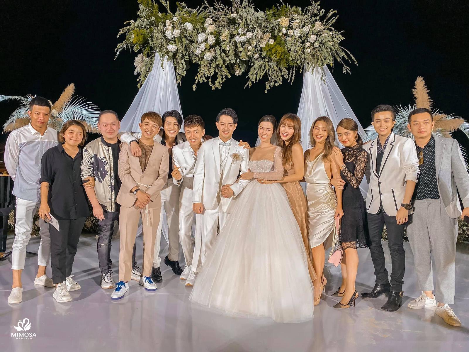 Đi đám cưới nên mặc váy màu gì? 101 Cách phối đồ Cực Chất